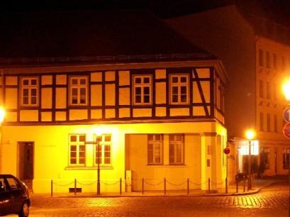Fachwerkhaus Mühlentorstraße 1 in Brandenburg bei Nacht