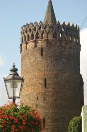 Bild vom Plauer Torturm in Brandenburg mit Schinkelleuchte