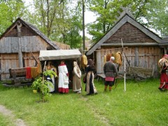 Bild von Hütten im Slawendorf Brandenburg