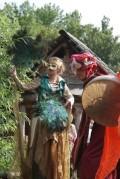 Stelzenläuferinnen als Elfen im Slawendorf Brandenburg während des Rolandspectaculums