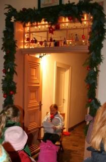 Lebendiger Adventskalender in der Kolaterstraße 24