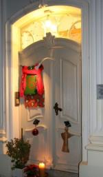Festlich geschmückte Tür in der Adventszeit in Brandenburg-Altstadt