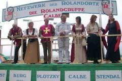 Umzugswagen der Rolandgruppe Calbe mit Rolanden aus verschiedenen Rolandstädten